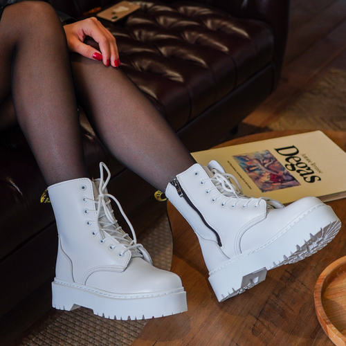 Dr. Martens Jadon all white with zipper fur